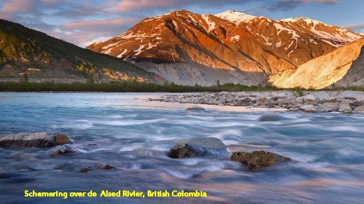 Schemering over de Alsed Rivier, British Colombia