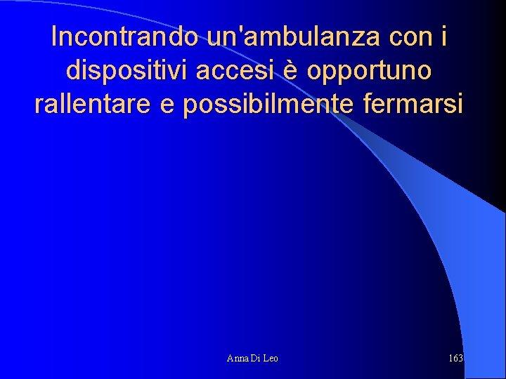 Incontrando un'ambulanza con i dispositivi accesi è opportuno rallentare e possibilmente fermarsi Anna Di