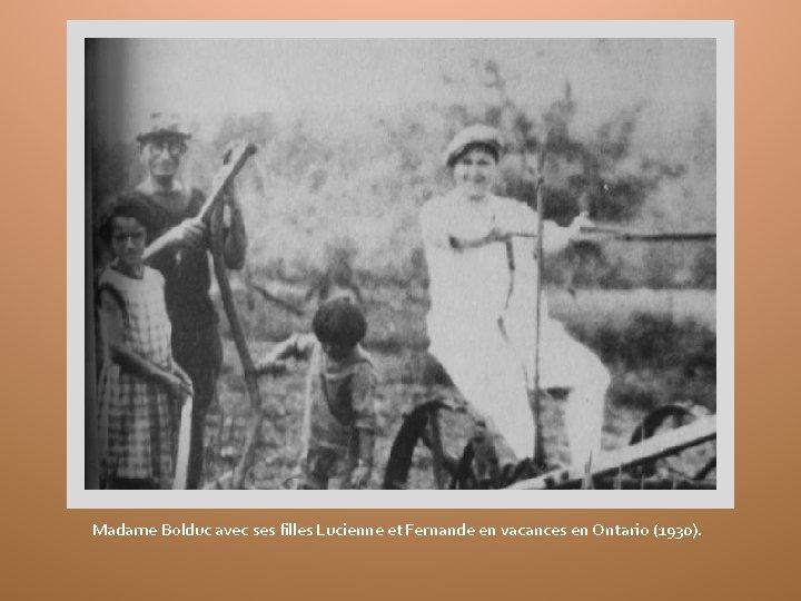 Madame Bolduc avec ses filles Lucienne et Fernande en vacances en Ontario (1930).