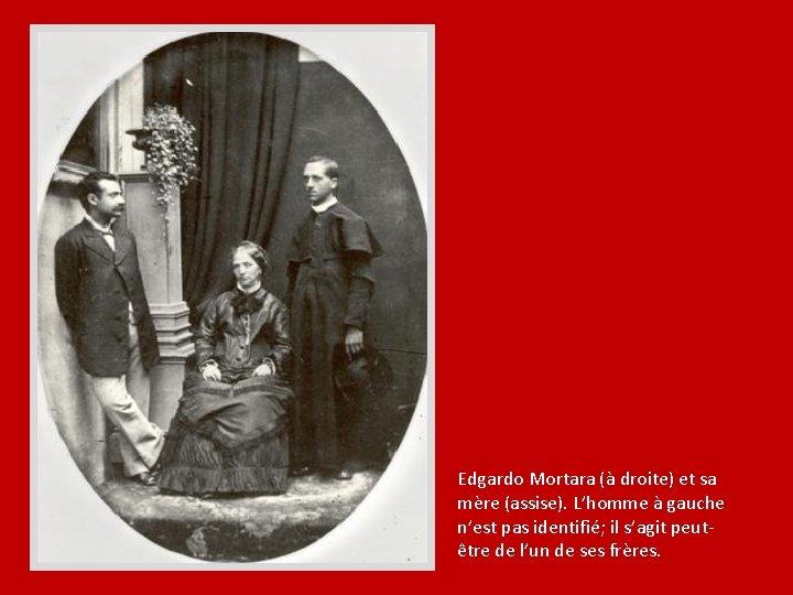 Edgardo Mortara (à droite) et sa mère (assise). L'homme à gauche n'est pas identifié;