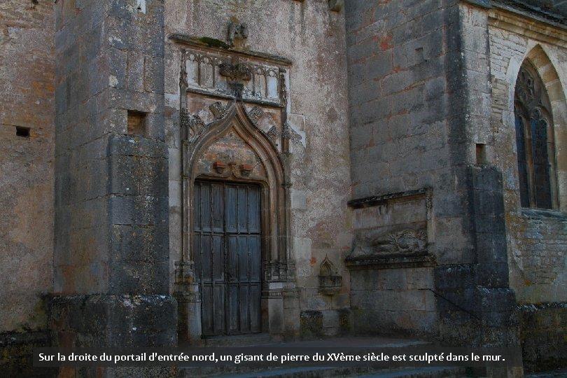 Sur la droite du portail d'entrée nord, un gisant de pierre du XVème siècle