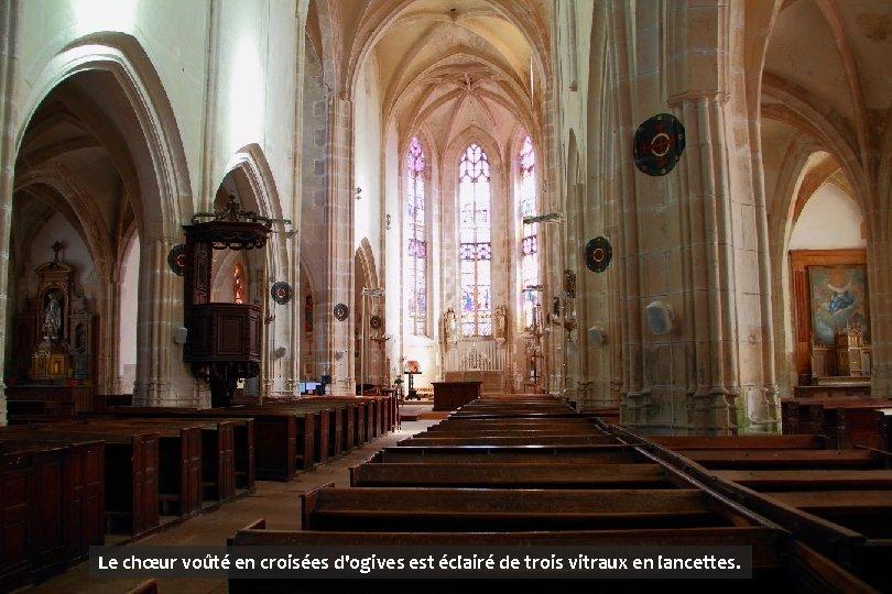 Le chœur voûté en croisées d'ogives est éclairé de trois vitraux en lancettes.