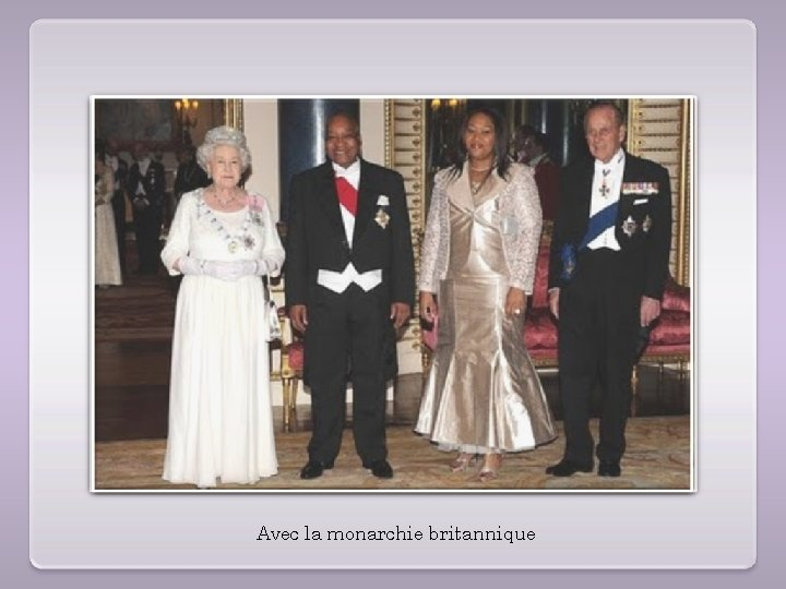 Avec la monarchie britannique