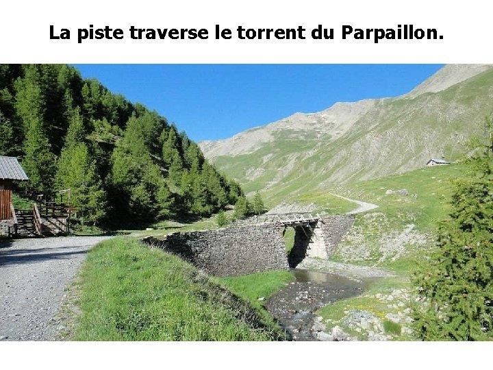 La piste traverse le torrent du Parpaillon.
