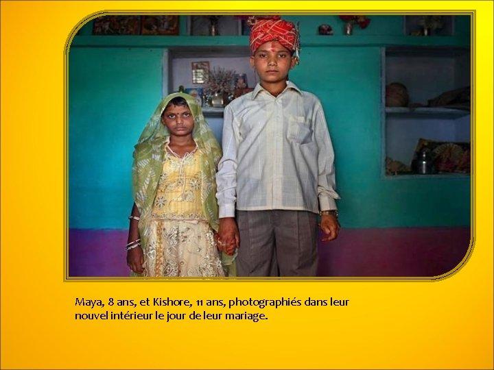 Maya, 8 ans, et Kishore, 11 ans, photographiés dans leur nouvel intérieur le jour