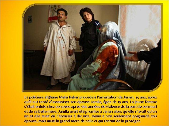 La policière afghane Malai Kakar procède à l'arrestation de Janan, 35 ans, après qu'il