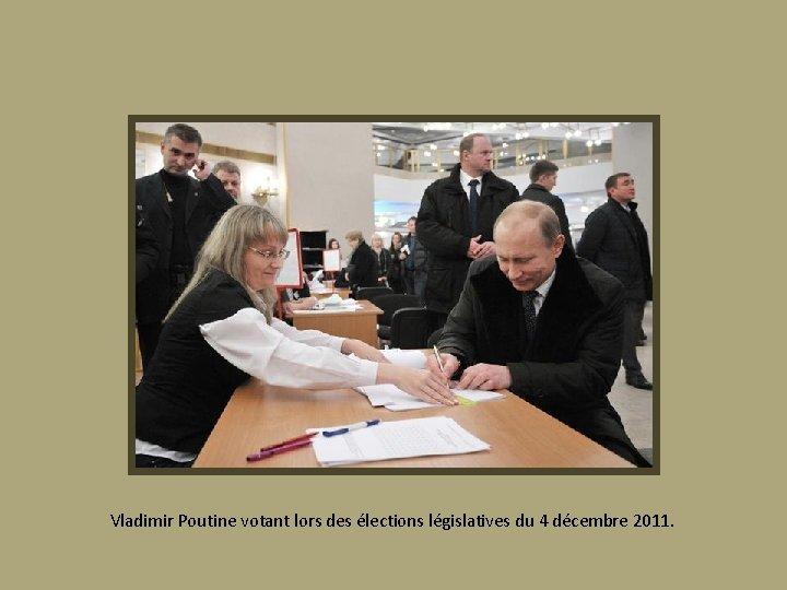 Vladimir Poutine votant lors des élections législatives du 4 décembre 2011.