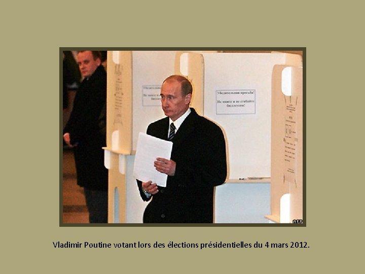Vladimir Poutine votant lors des élections présidentielles du 4 mars 2012.