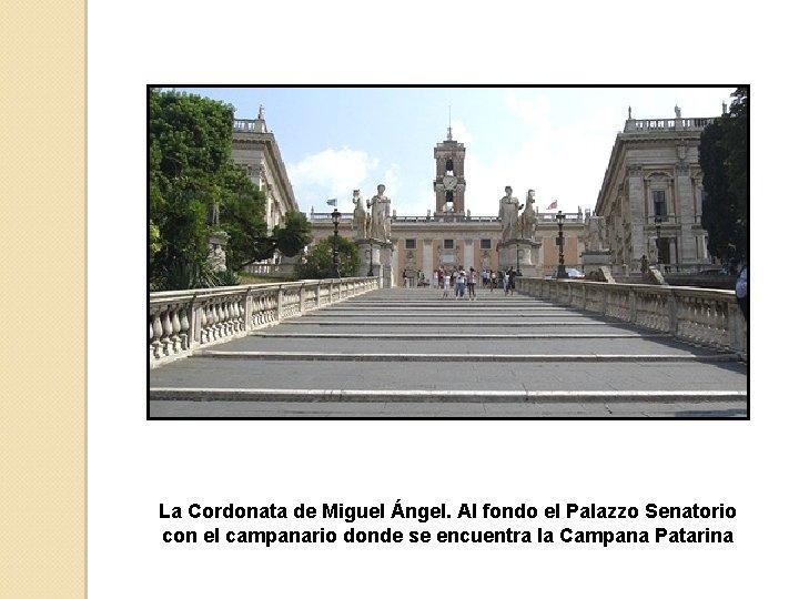 La Cordonata de Miguel Ángel. Al fondo el Palazzo Senatorio con el campanario donde