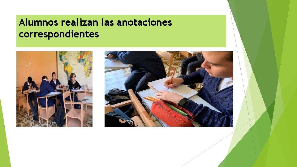 Alumnos realizan las anotaciones correspondientes