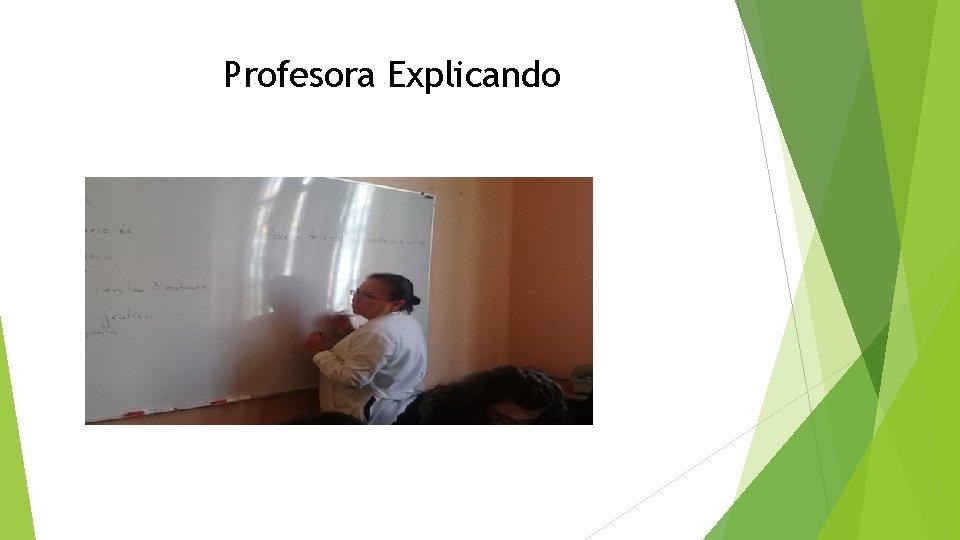 Profesora Explicando
