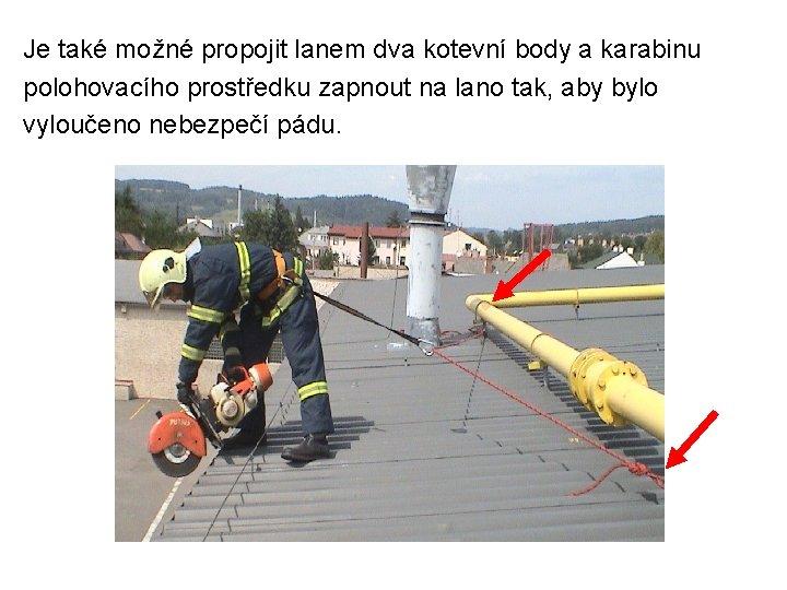 Je také možné propojit lanem dva kotevní body a karabinu polohovacího prostředku zapnout na