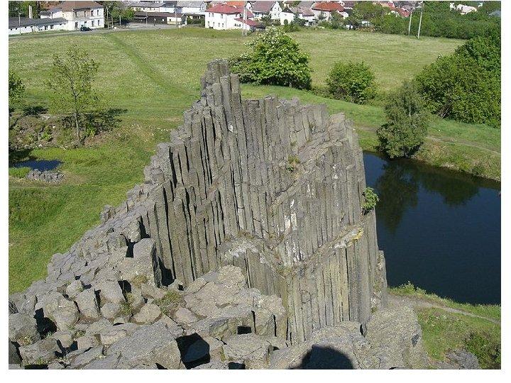 Panská skála u Kamenického Šenova • • • Národní přírodní památka Panská skála je