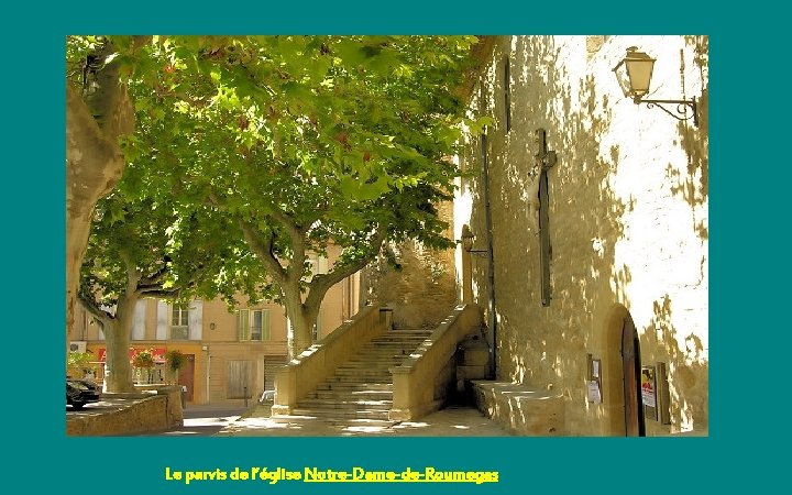 Le parvis de l'église Notre-Dame-de-Roumegas