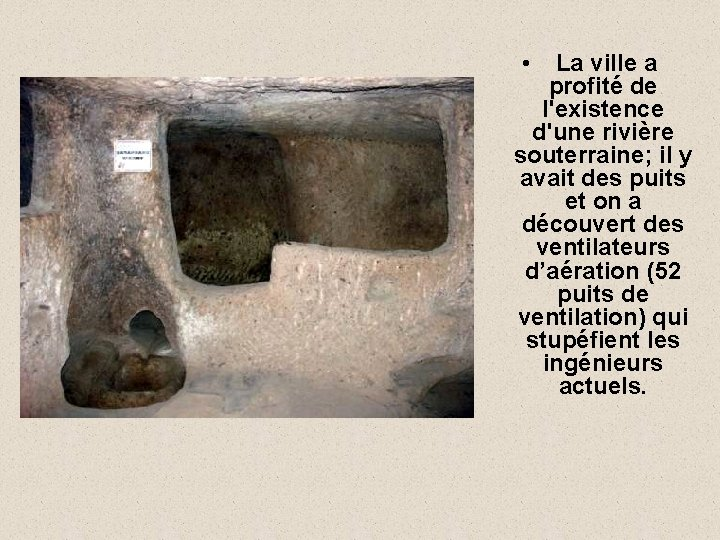 • La ville a profité de l'existence d'une rivière souterraine; il y avait