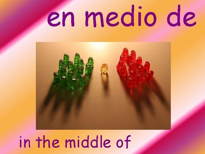 en medio de in the middle of