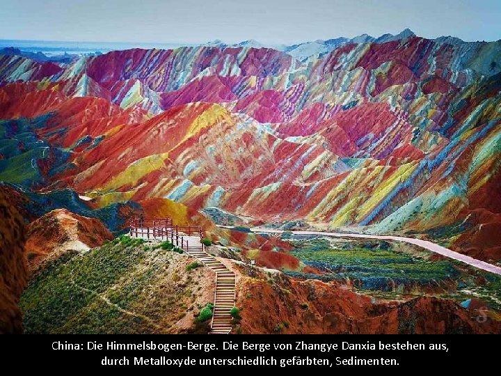 China: Die Himmelsbogen-Berge. Die Berge von Zhangye Danxia bestehen aus, durch Metalloxyde unterschiedlich gefärbten,