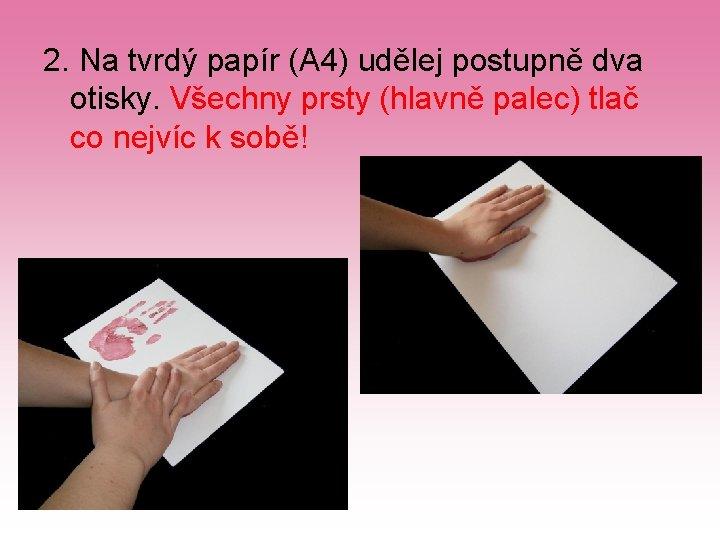 2. Na tvrdý papír (A 4) udělej postupně dva otisky. Všechny prsty (hlavně palec)