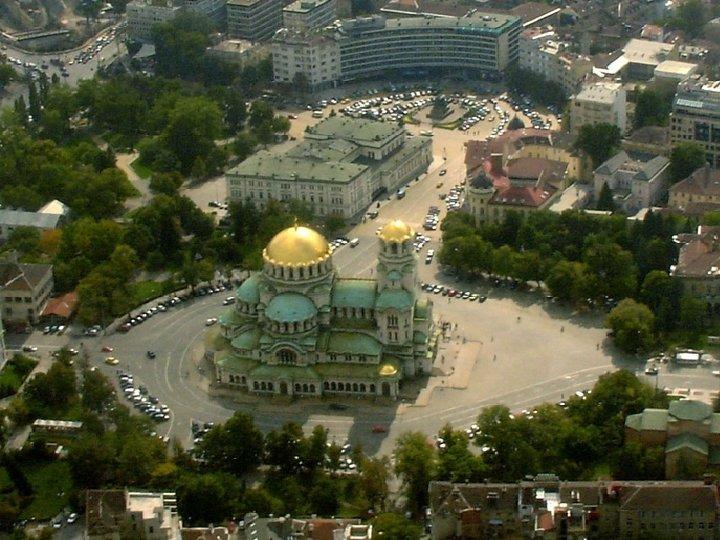 SOFIA • • hlavné a zároveň najväčšie mesto Bulharska počet obyvateľov: 1, 2 mil.