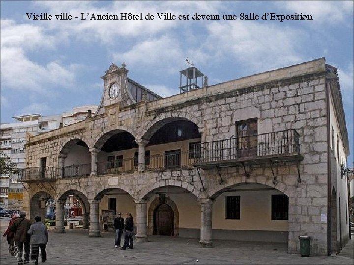 Vieille ville - L'Ancien Hôtel de Ville est devenu une Salle d'Exposition