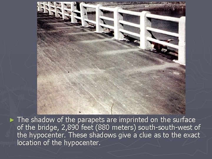 ► The shadow of the parapets are imprinted on the surface of the bridge,
