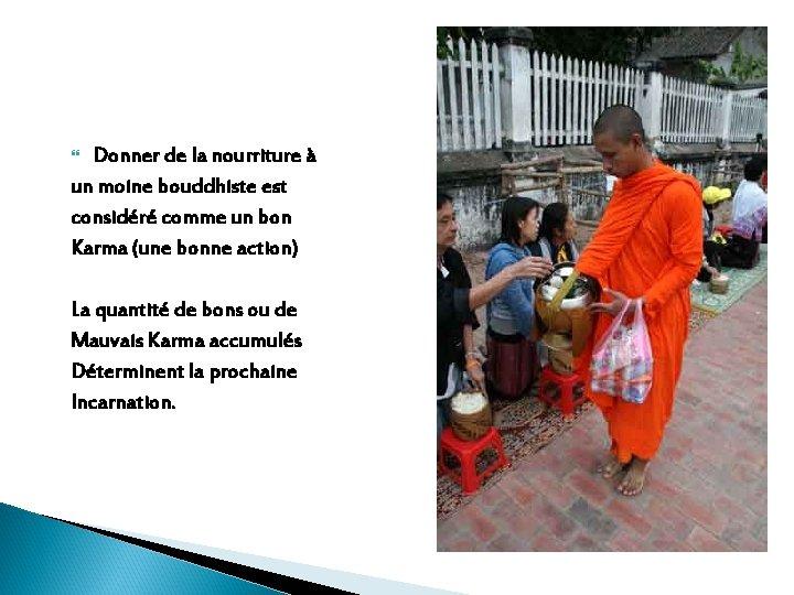 Donner de la nourriture à un moine bouddhiste est considéré comme un bon Karma