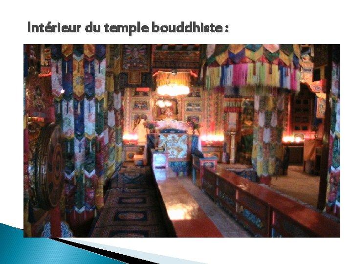 Intérieur du temple bouddhiste :