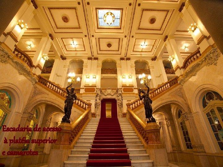 Escadaria de acesso à platéia superior e camarotes