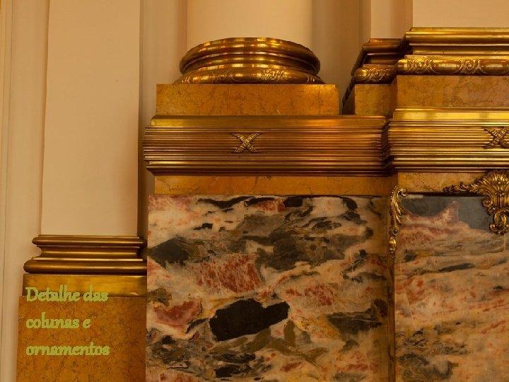 Detalhe das colunas e ornamentos