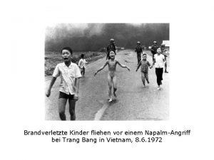 Brandverletzte Kinder fliehen vor einem NapalmAngriff bei Trang